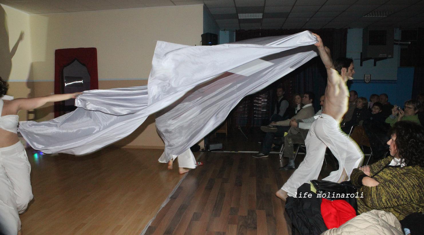 Il momento conclusivo del Balletto 'Compagnia Balletto Molecole'