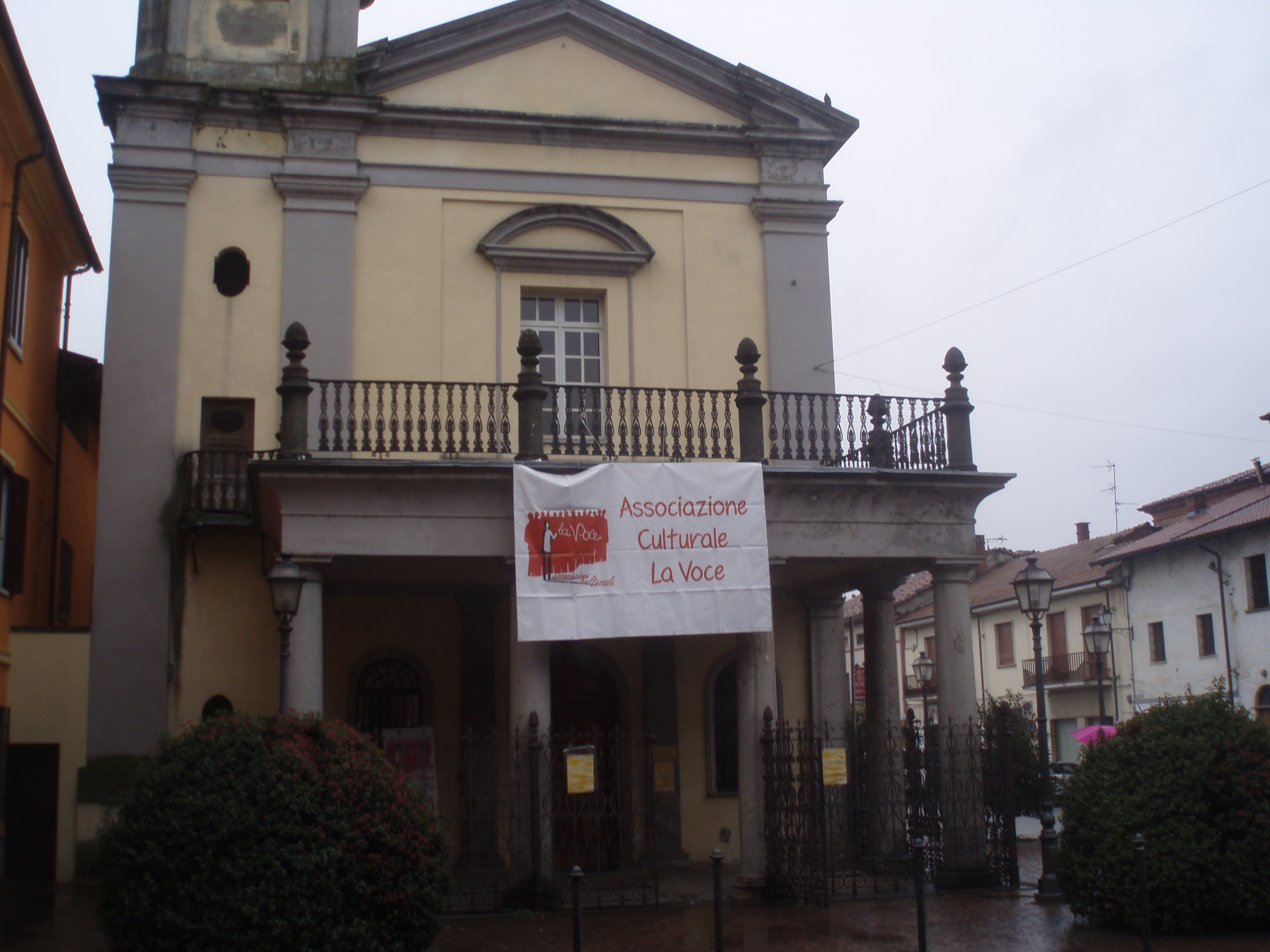 l'ex chiesa di San Francesco, ora auditorium, che ha ospitato la Rassegna, su concessione della Fondazione Mons. Luigi Bongianino.