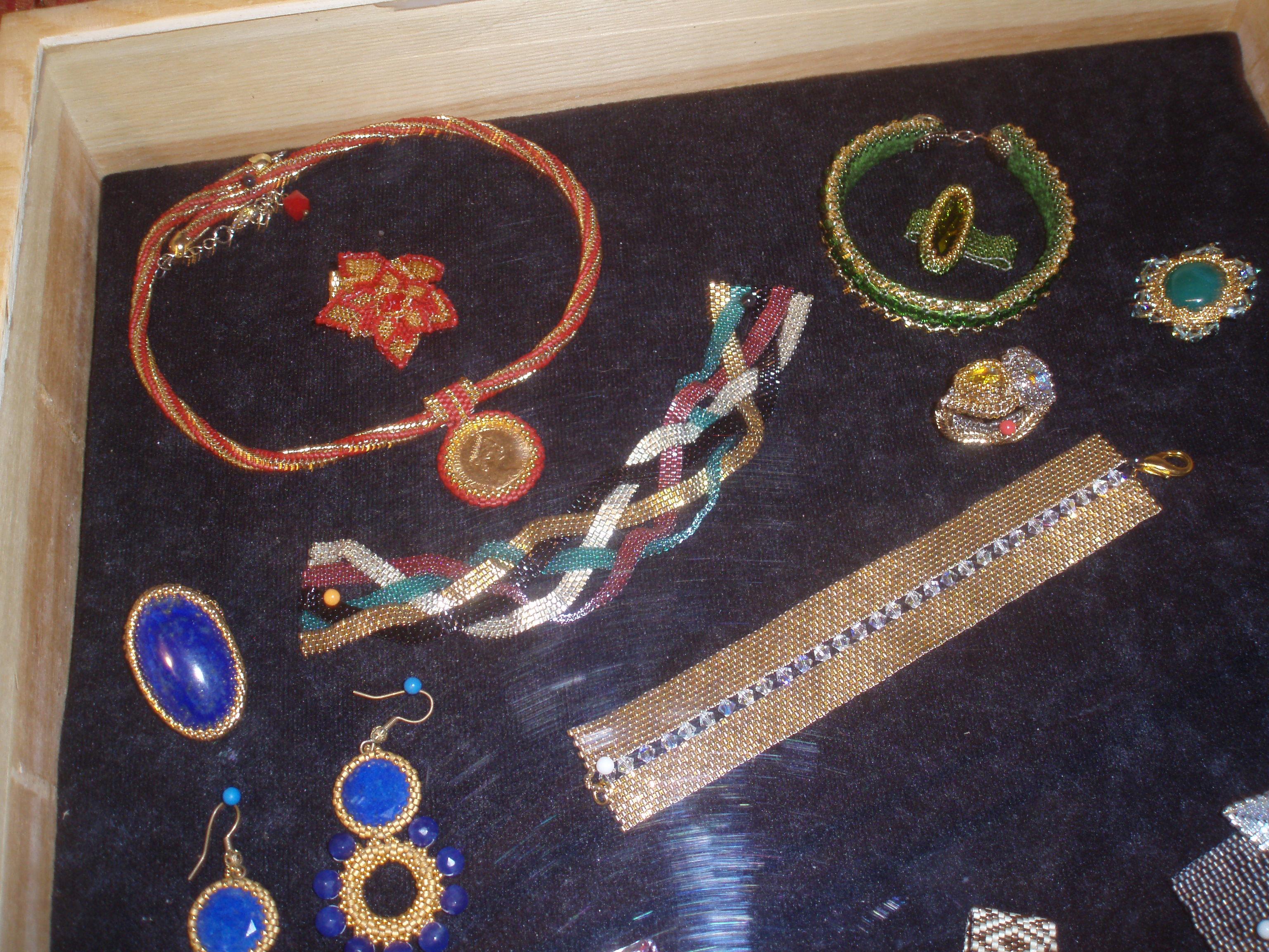un particolare dell'esposizione, nella sezione 'gioielli'