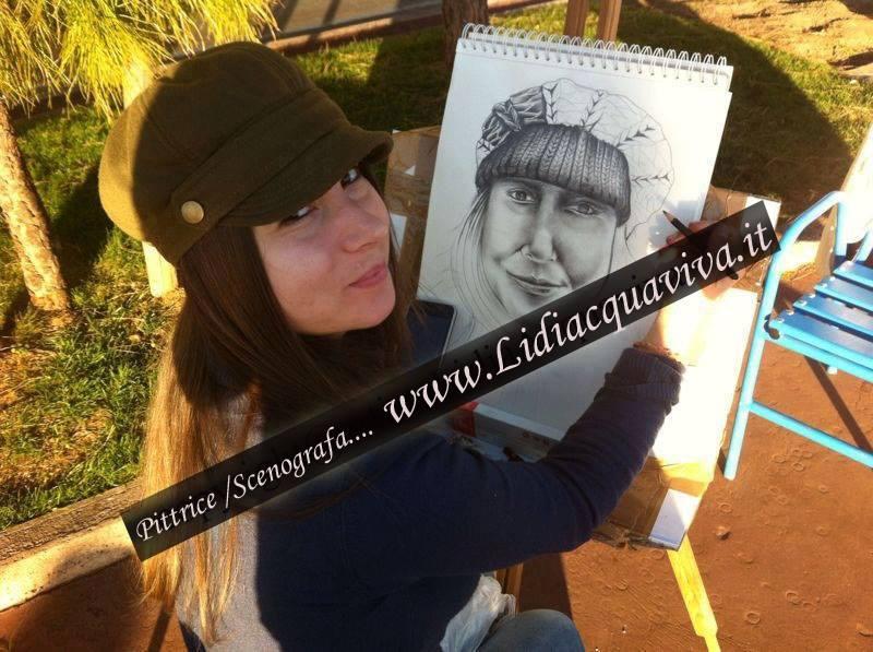 Lidia Acquaviva (collaboratrice con la VOCE,) con i suoi ritratti dal vivo